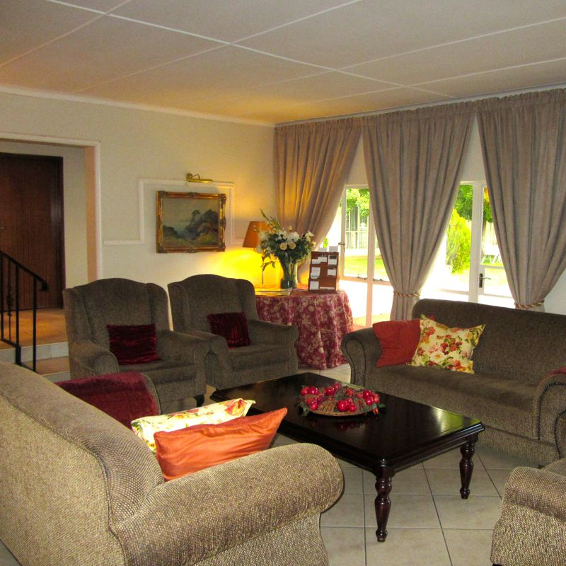 Umtali Country Inn Guest Lounge